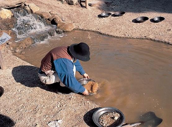Invertir en empresas de MAB y pepitas de oro en el río