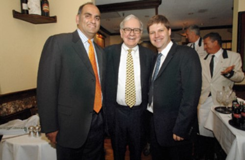 cena benefica warren buffett con mohnish pabrai y guy spier