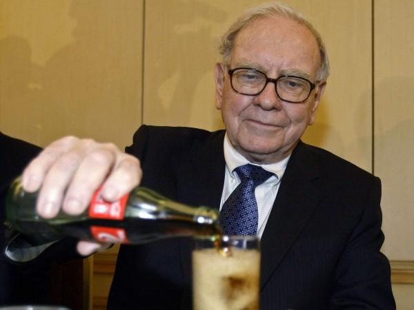 warren buffett bebiendo una coca-cla